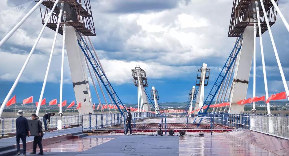 title='俄远东发展部:俄中间首座公路桥已获投入运行许可'